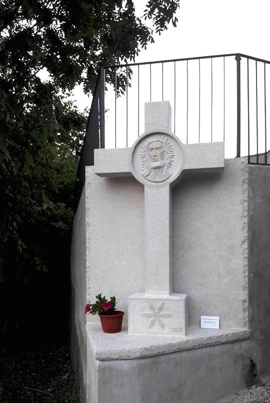 Una croce in marmo per il nostro cimitero